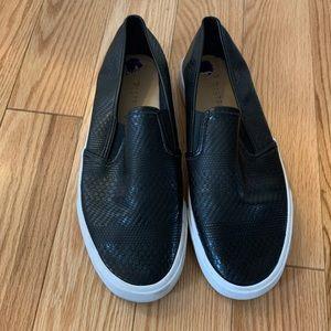 Pattern sneakers